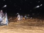 الدفاع المدني ينقذ اربعة اشخاص حاصرتهم مياه الأمطار في منطقة جرف الدراويش