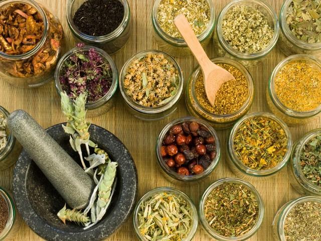 """تخلص من الوزن الزائد في الصيف بدون """"رجيم"""" باستخدام الأعشاب"""
