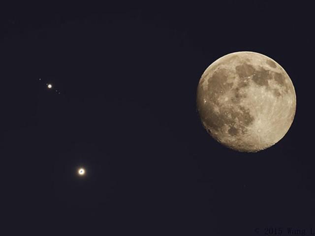 الليلة يقترن القمر بالمشتري وفرصة مميزة للإستمتاع بمشاهدته