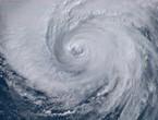 طقس العالم | الإعصار Hagibis في تراجع وما زال يتجه نحو اليابان