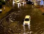 أنقذ نفسك من خطر السيول بتعلم كيفية قيادة السيارة عند حدوثها