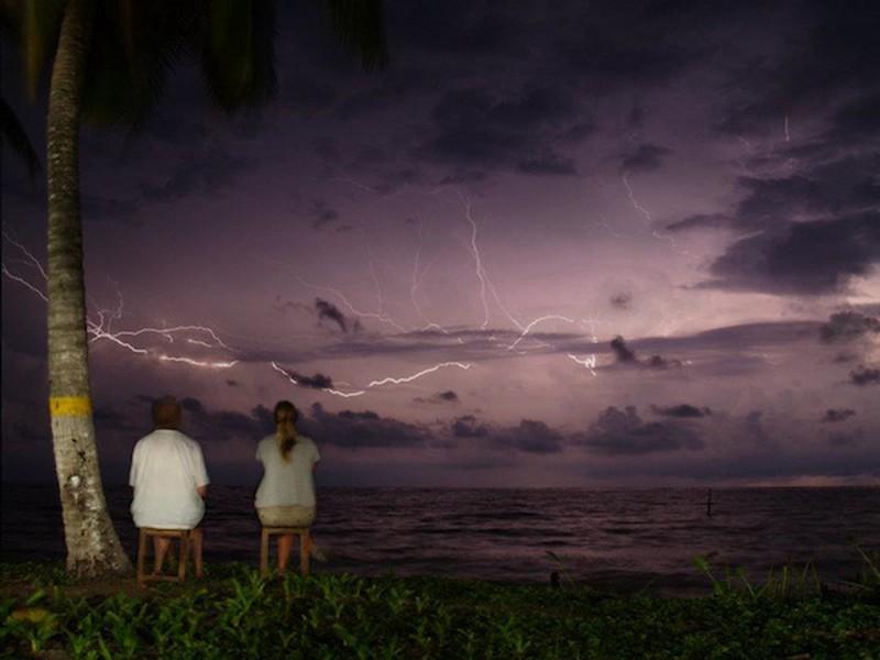 عاصفة رعدية تواصل الليل بالنهار على مدار يصلُ إلى ما بين الـ 140 و 160 يوماً