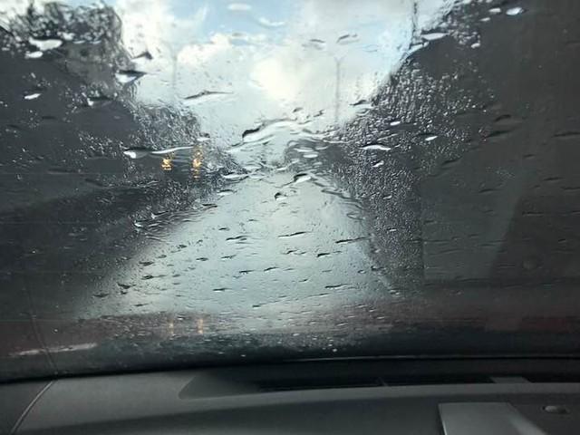 بالصور .. الأمطار تزور الأردن صيفاً للعام الثاني على التوالي