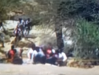 """إنقاذ مواطن احتجزته السيول داخل سيارة في """"حيمة """" عسير"""