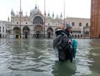 """البندقية... رئيس بلديتها يعلن حالة  """"الكارثة"""" بعد تعرض المدينة لثاني أسوأ موجة مد"""