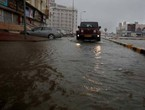بالفيديو | جزيرة مصيرة في سلطنة عُمان تبدأ يومها بالأمطار الغزيرة والسيول