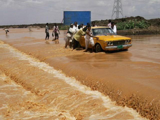 السيول تهدم منازل بالخرطوم وتجرف المحاصيل بالشرق