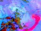 صورة مدهشة لموجة الغبار وهي تلتف حول مركز منخفض الهند الموسمي في صحراء الربع الخالي