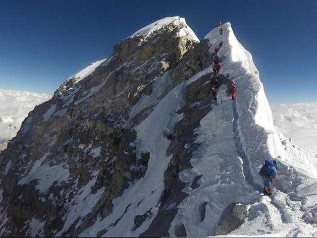 وفاة 7 متسلقين هذا الأسبوع بسبب الازدحام على جبل إفرست!
