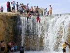 الأردن | 9 إصابات إثر ارتفاع منسوب المياه بوادي الريان وانقاذ 40 طفل