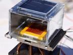 تطوير جهاز بالطاقة الشمسية لسحب المياه من الهواء