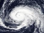 إعصار أوفيليا يحوم فوق الأطلسي ويتوجه لسواحل ايرلندا وبريطانيا بداية الأسبوع