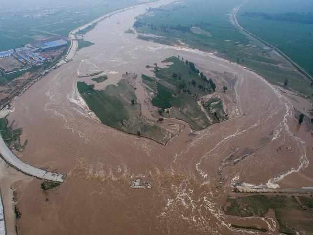 الصين.. مقتل العشرات وإجلاء الآلآف بسبب الفيضانات