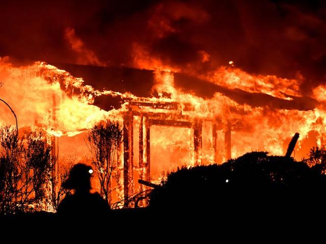 حرائق واسعة الانتشار في ولاية كاليفورنيا
