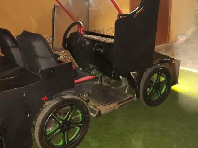 سيارة تعمل بالطاقة الشمسية يبتكرها شقيقان في غزة