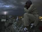 صورة نادرة لصاعقة رعدية مُلتقطة من غار حراء بمكة المُكرمة