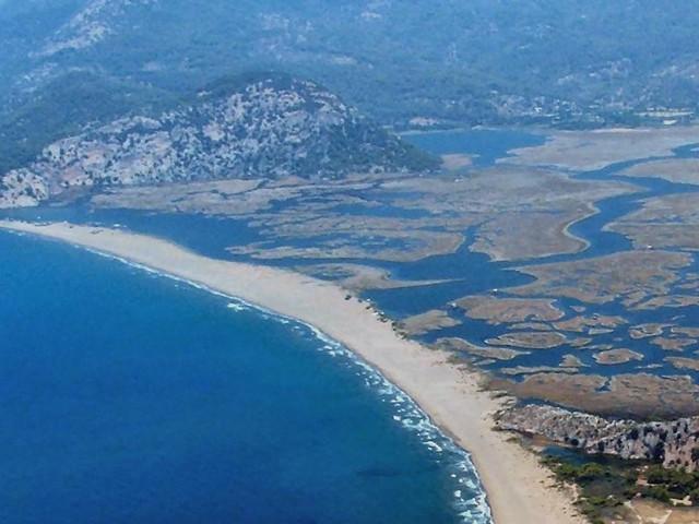 """من أجمل الأماكن في تركيا... شاطئ """"إزتوزو"""""""