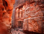 الأردن يقرر إلغاء تأشيرة دخول السياح من جميع الجنسيات