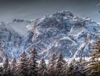 بنكهة الشتاء .. موجة ثلوج مُبكرة تعُم بعض جبال رومانيا