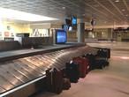 ما سبب تأخر استلام الأمتعة داخل المطار ؟