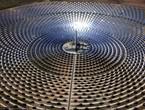 آلة تعمل بالطاقة الشمسية لتنقية المياه وتوليد الكهرباء