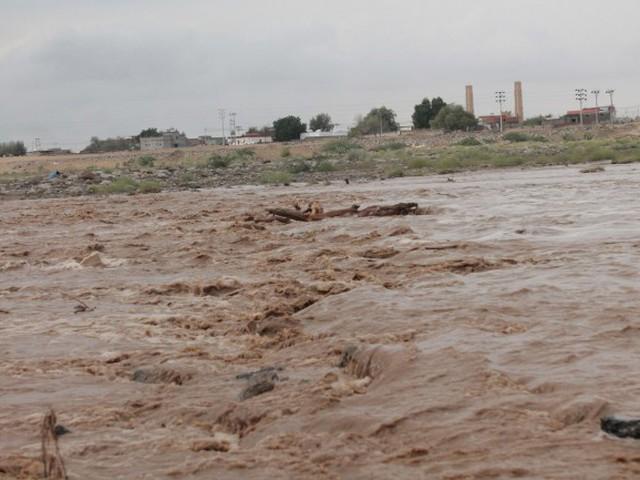 السعودية.. إنقاذ 40 شخصًا غامروا بأرواحهم في عبور السيول