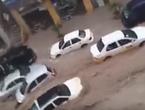 بالفيديو.. شاهد كيف أغرقت السيول السيارات في شارع الأمير محمد