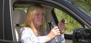 خلال ارتفاع درجات الحرارة... احذر من قيادة السيارة أثناء الشعور بالعطش للأسباب التالية